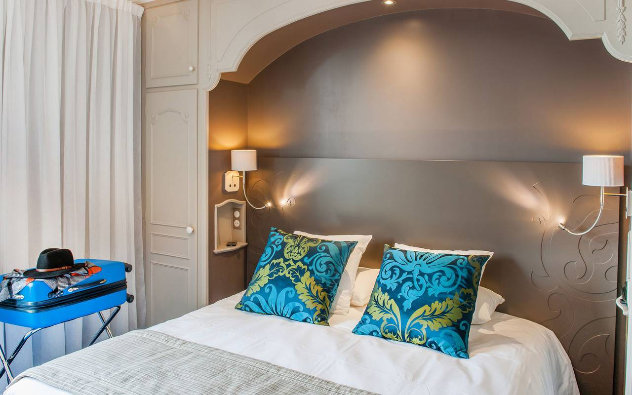 Double bed, 4-star hotel rooms Lourdes, Hôtel Gallia Londres
