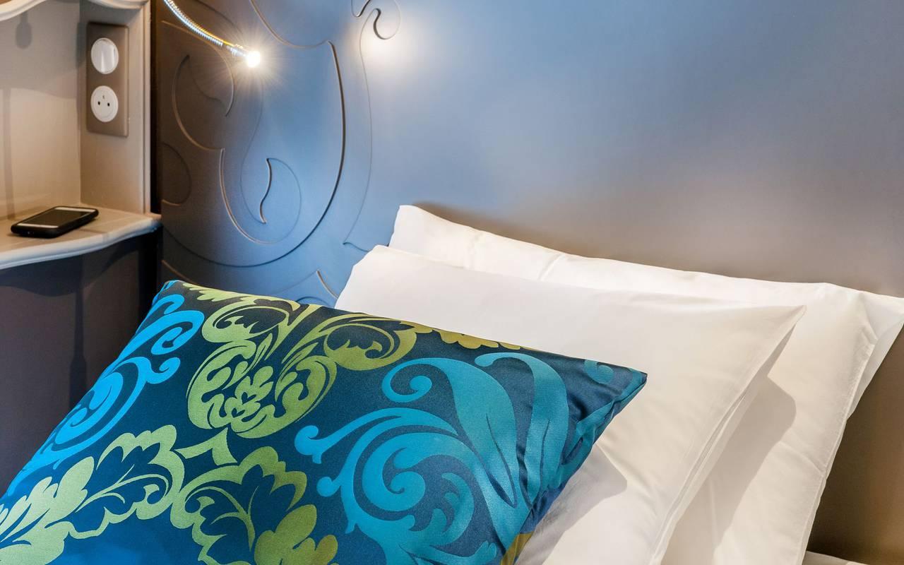 Blue and white cushions, 4-star hotel Lourdes, Hôtel Gallia Londres