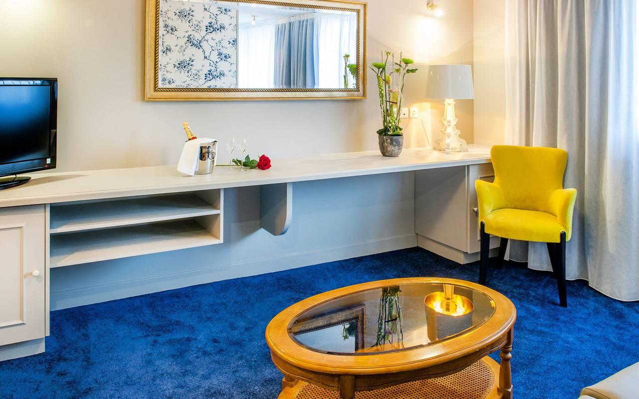 Bedroom with blue carpet, 4-star hotel Lourdes, Hôtel Gallia Londres
