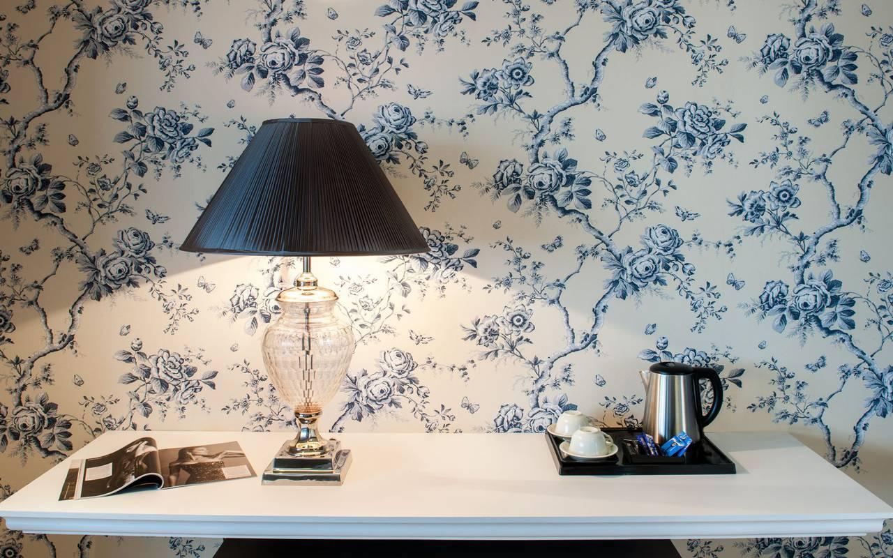 Desk with lamp, 4-star hotel Lourdes, Hôtel Gallia Londres