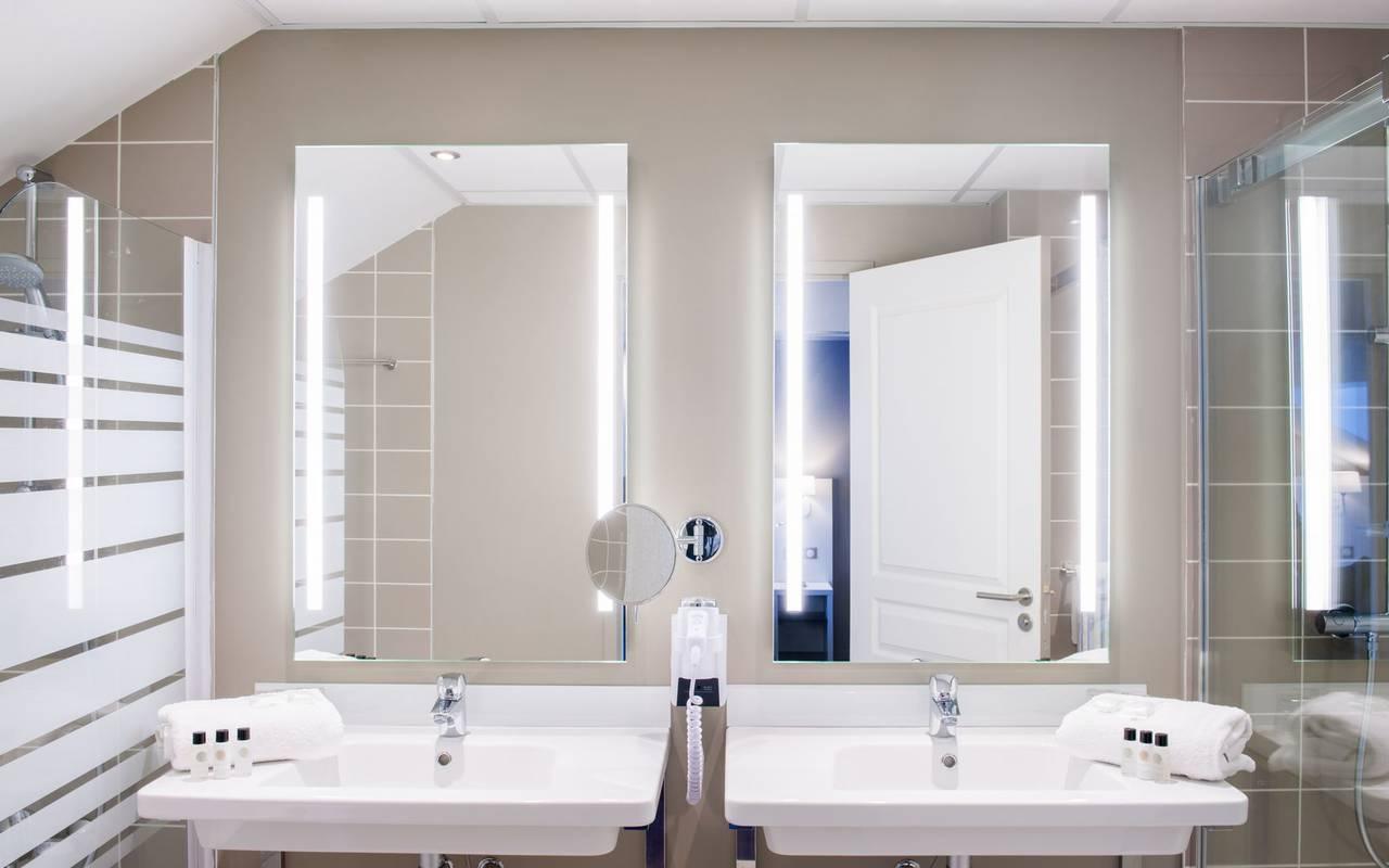 Washbasins, 4-star hotel Lourdes, Hôtel Gallia Londres