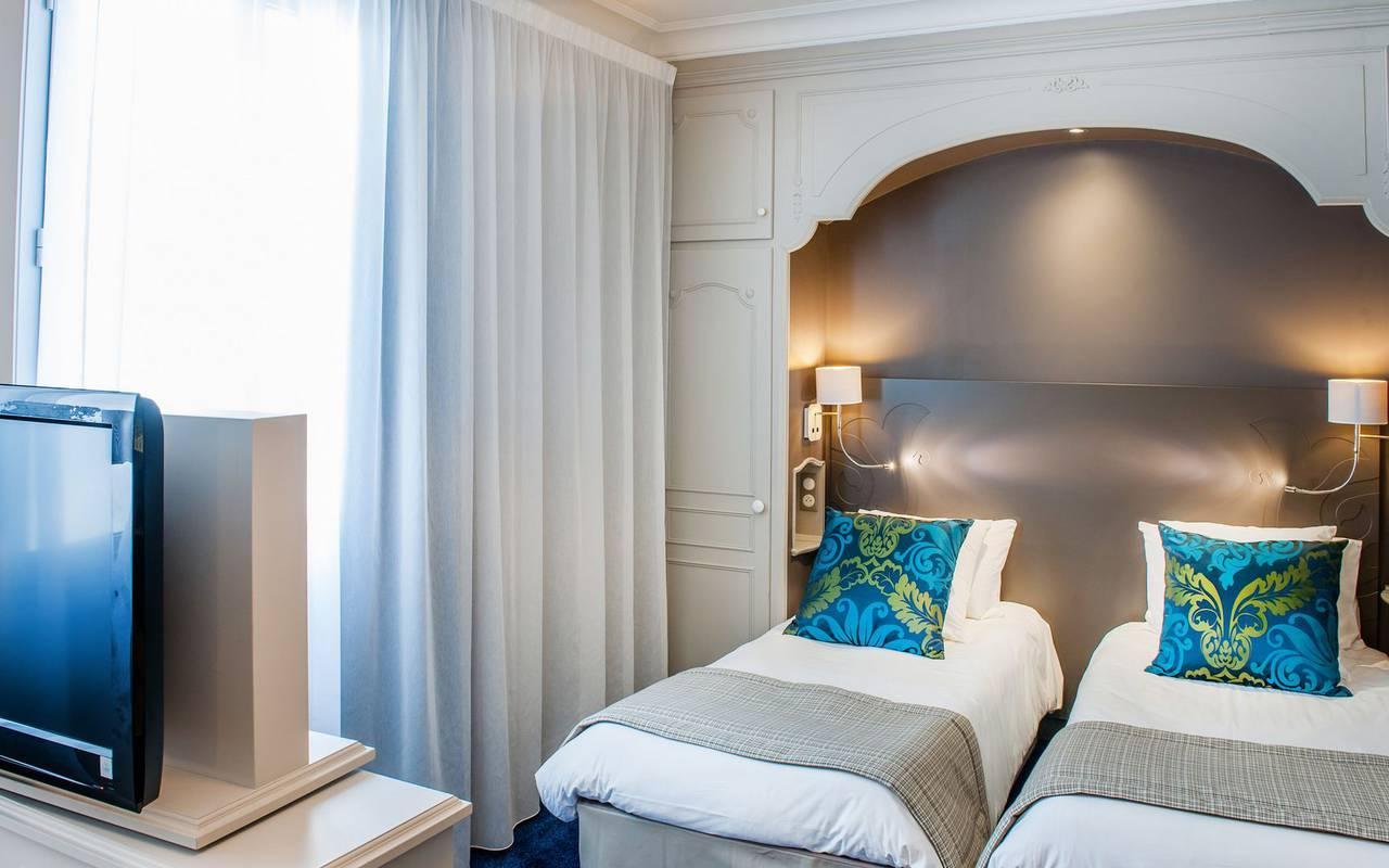 Bedroom 2 single beds, 4-star hotel Lourdes, Hôtel Gallia Londres