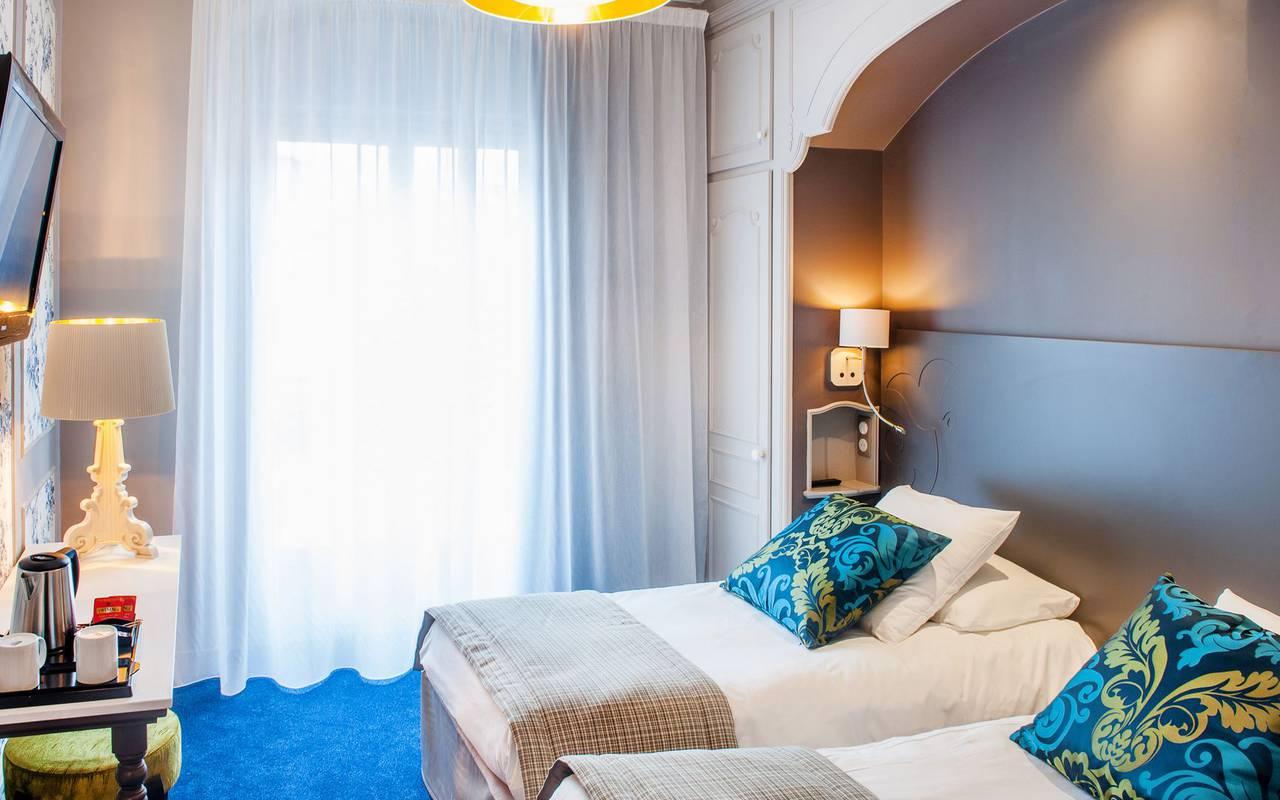 Bedroom with 2 simple beds, 4-star hotel Lourdes, Hôtel Gallia