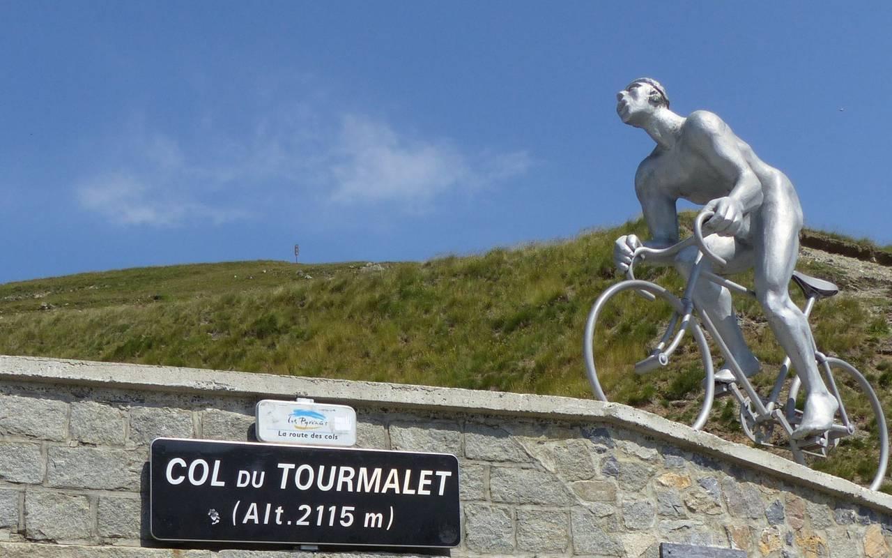 Statue, cycling trip Pyrénées, Hôtel Gallia
