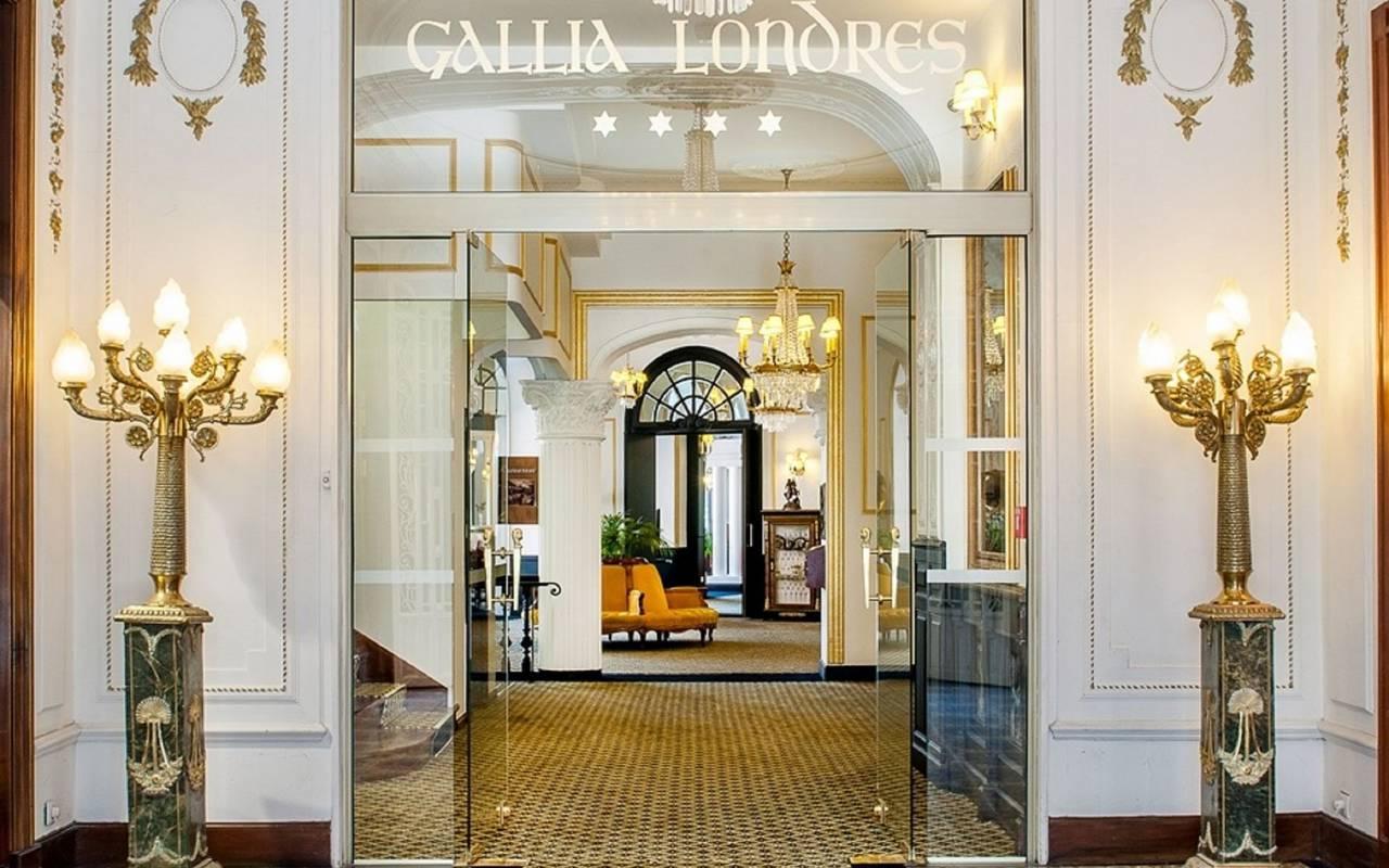 Hotel entrance, 4-star hotel Lourdes, Hôtel Gallia