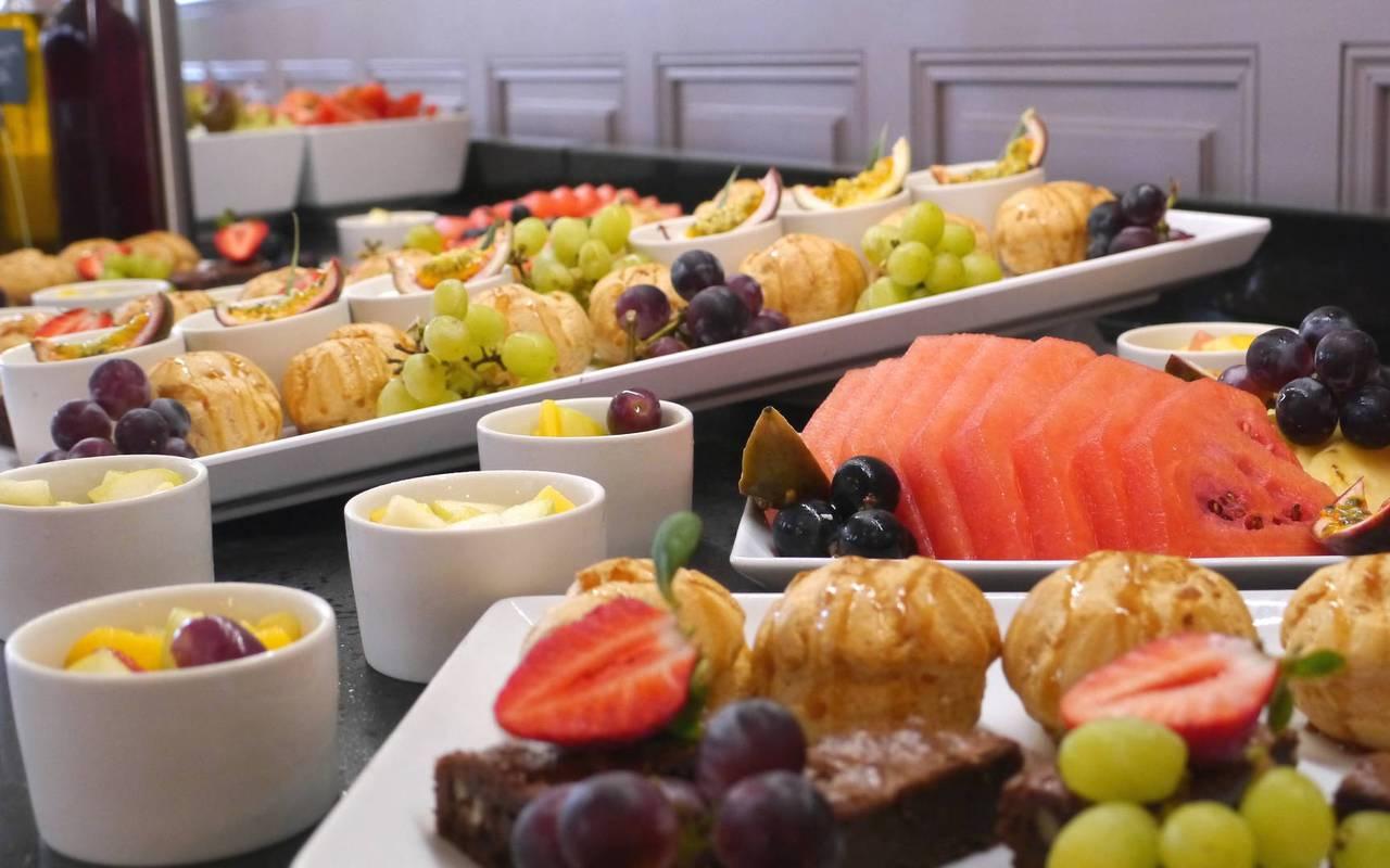 Colorful buffet, spa hotel Hautes Pyrénées, Hôtel Gallia Londres