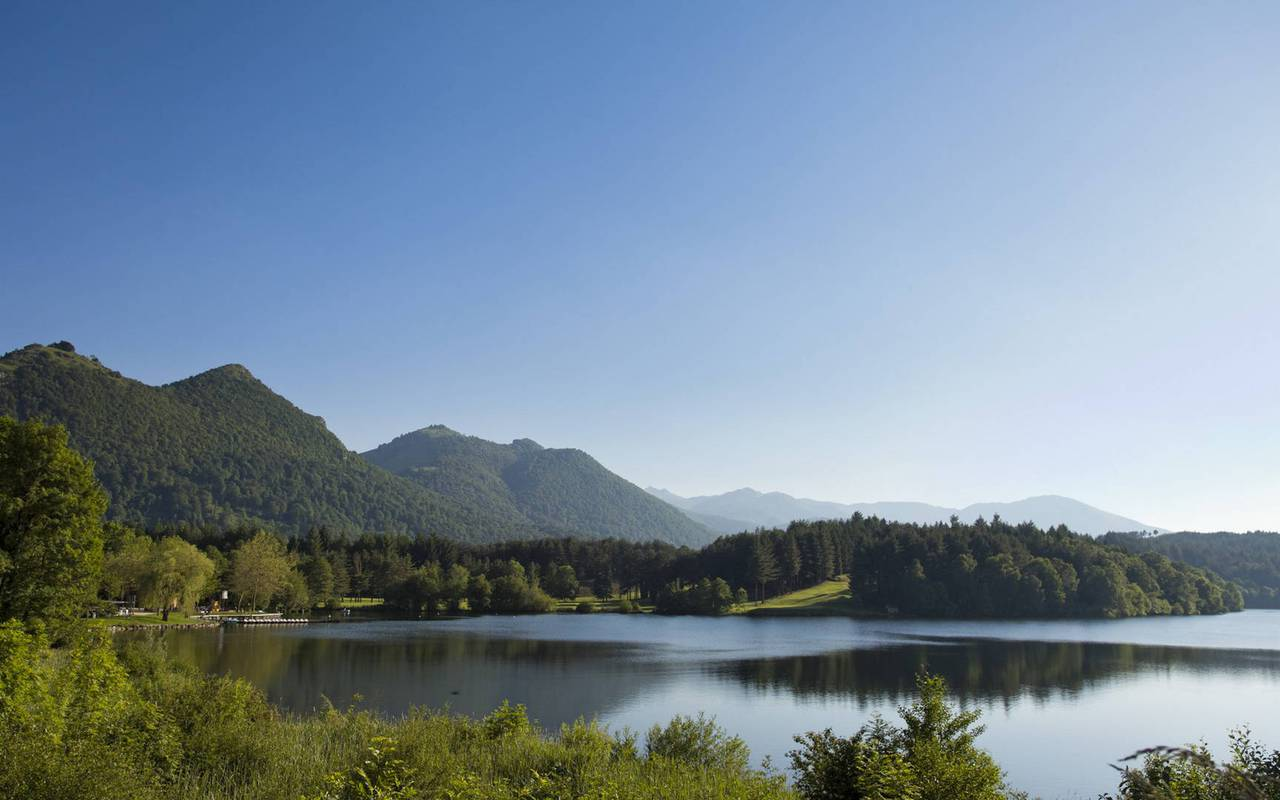 Superb lake, Lourdes activities, Hôtels Vinuales
