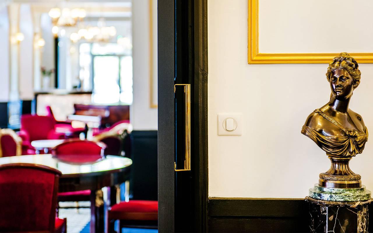 Statue, hotel Lourdes, Hôtel Gallia Londres