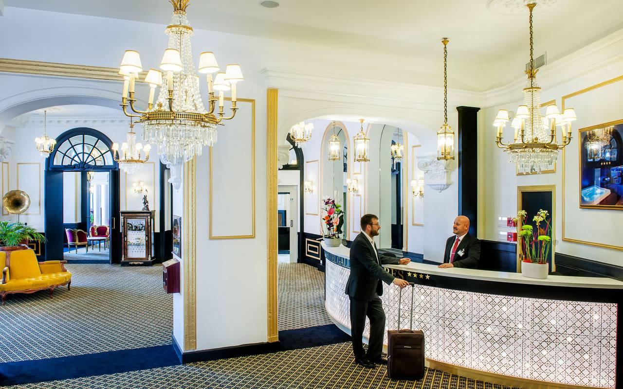 Entrée, hôtel de luxe à Lourdes, Hôtel Gallia