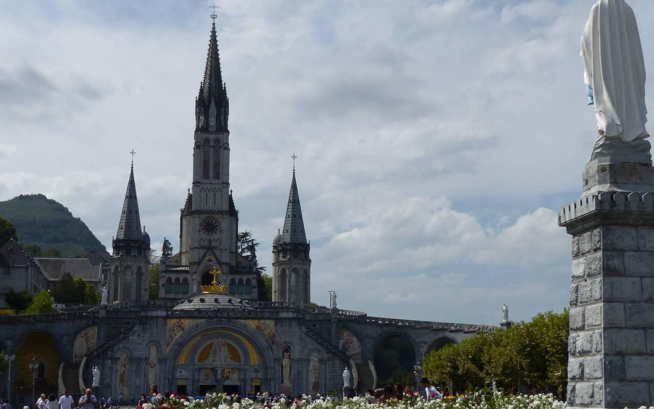 Sanctuaire et vierge marie, activités et séjour en montagne dans les Pyrénées
