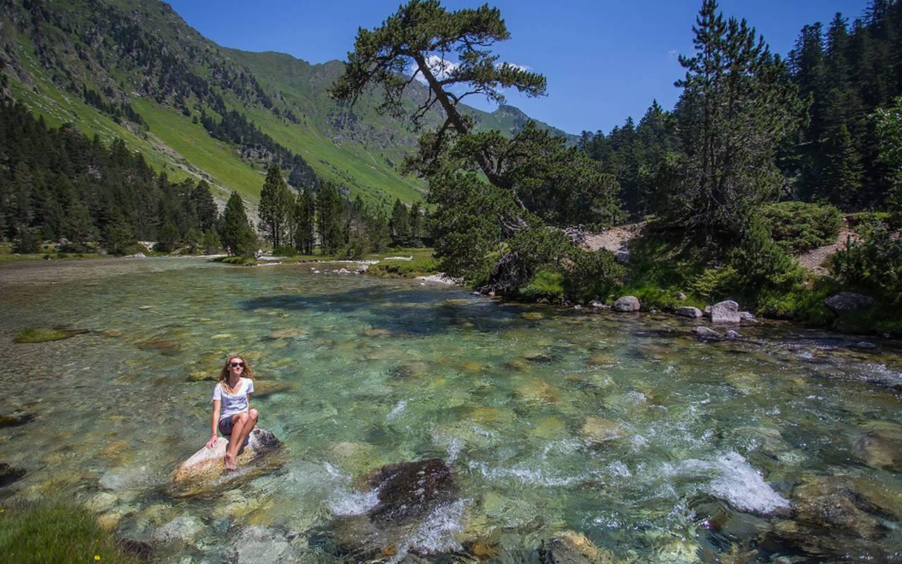 Femme qui se baigne, séjour montagne Pyrénées, Hôtels Vinuales